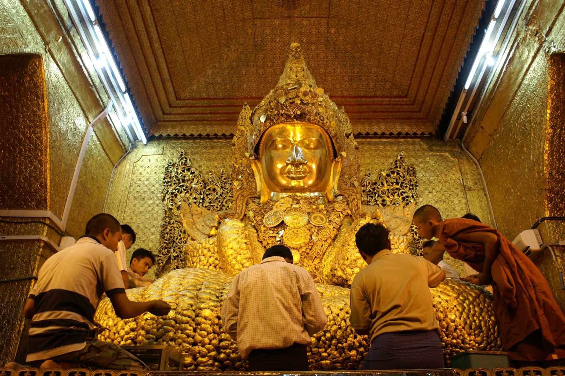 Mandalay Mahamuni Pagoda