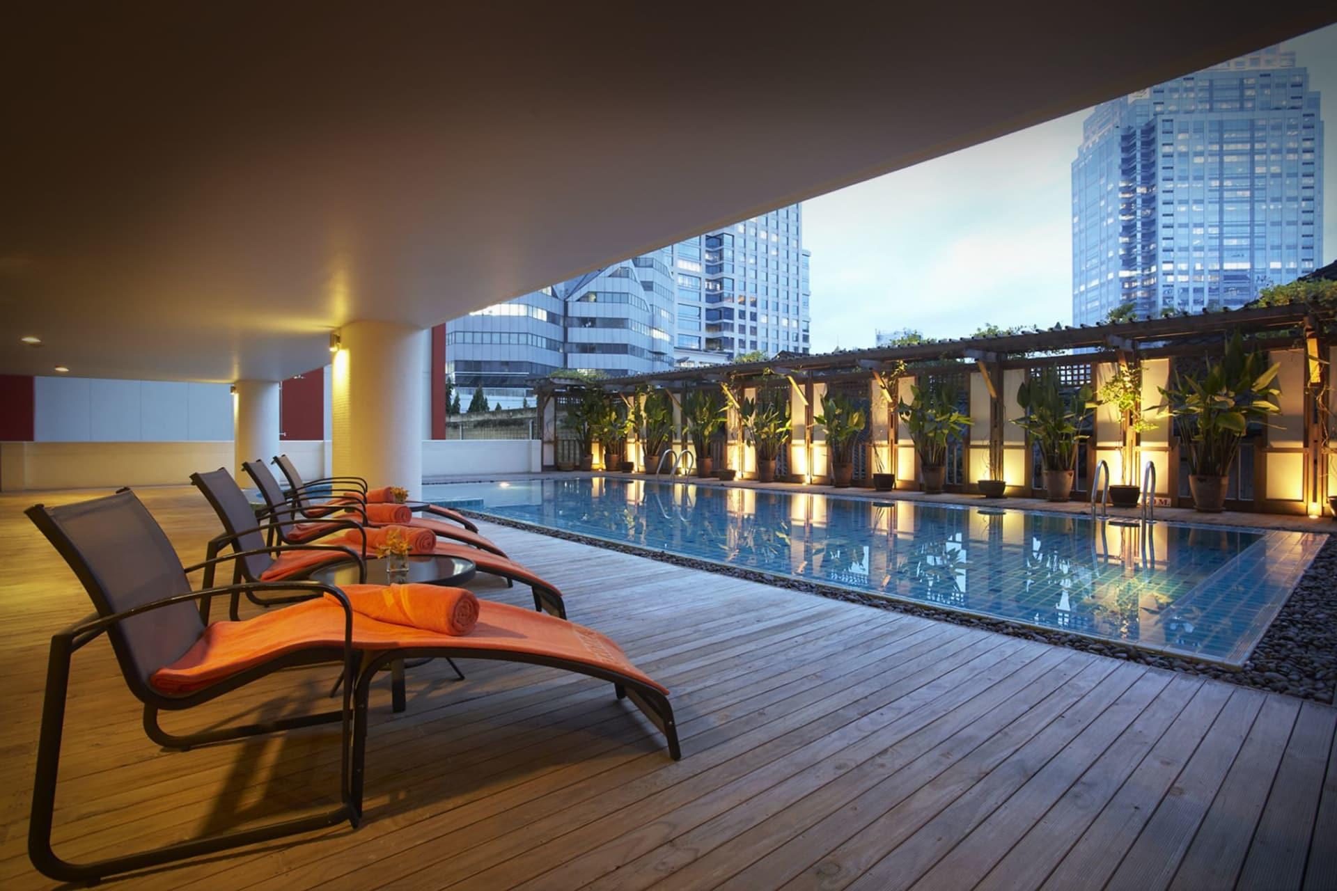 pool: poolside