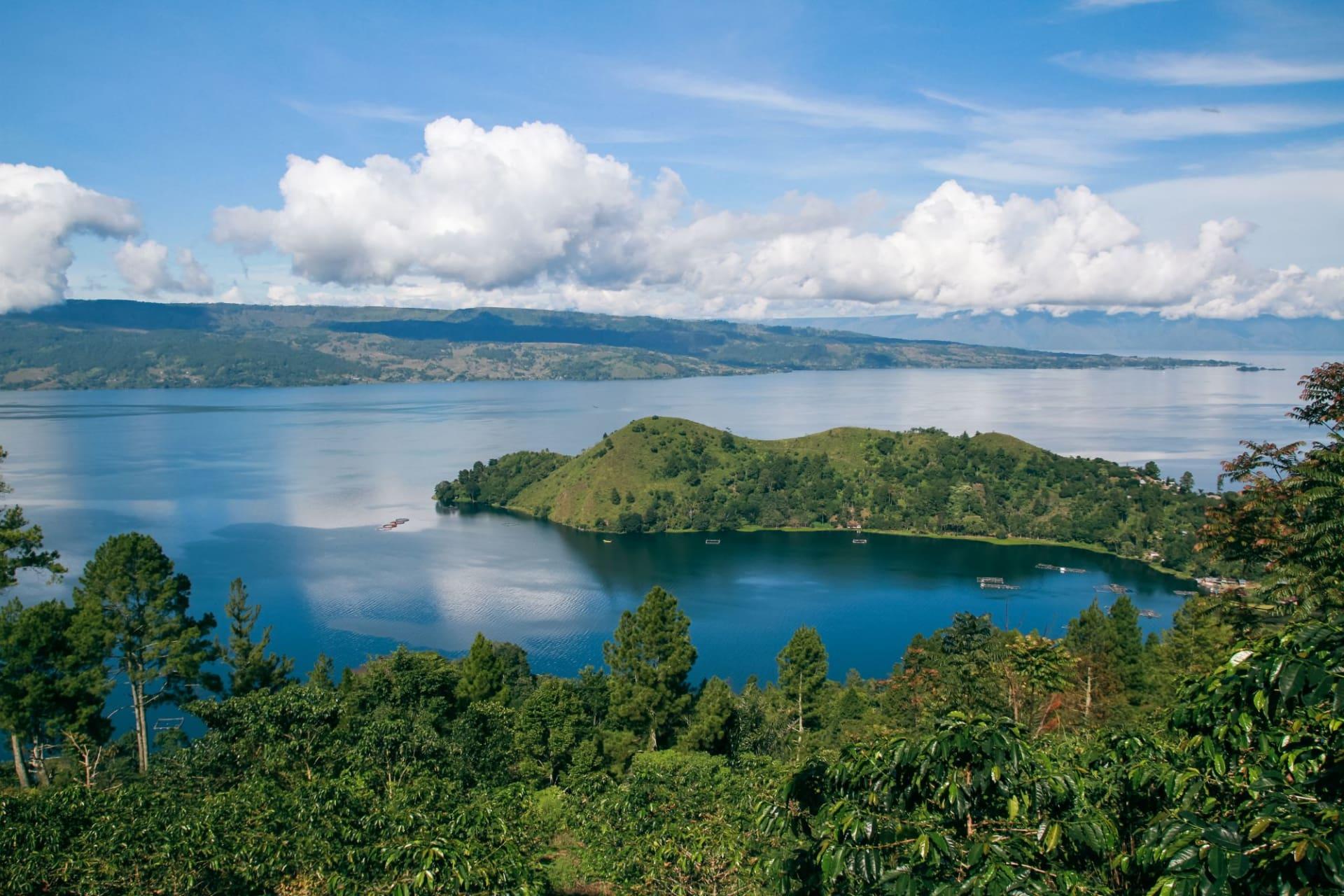 Sumatra Lake Toba