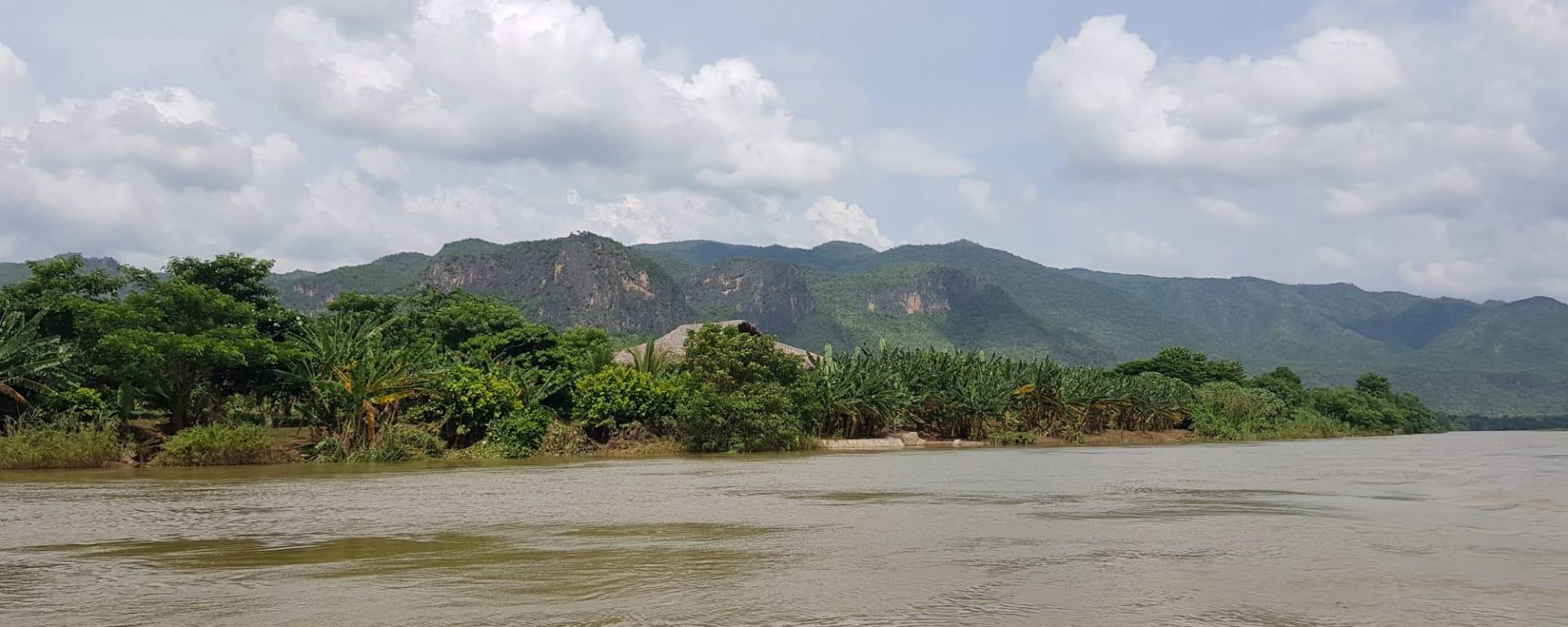 Ursprüngliches Dorfleben am Dohtawaddy Fluss in Mandalay: Dohtawaddy River