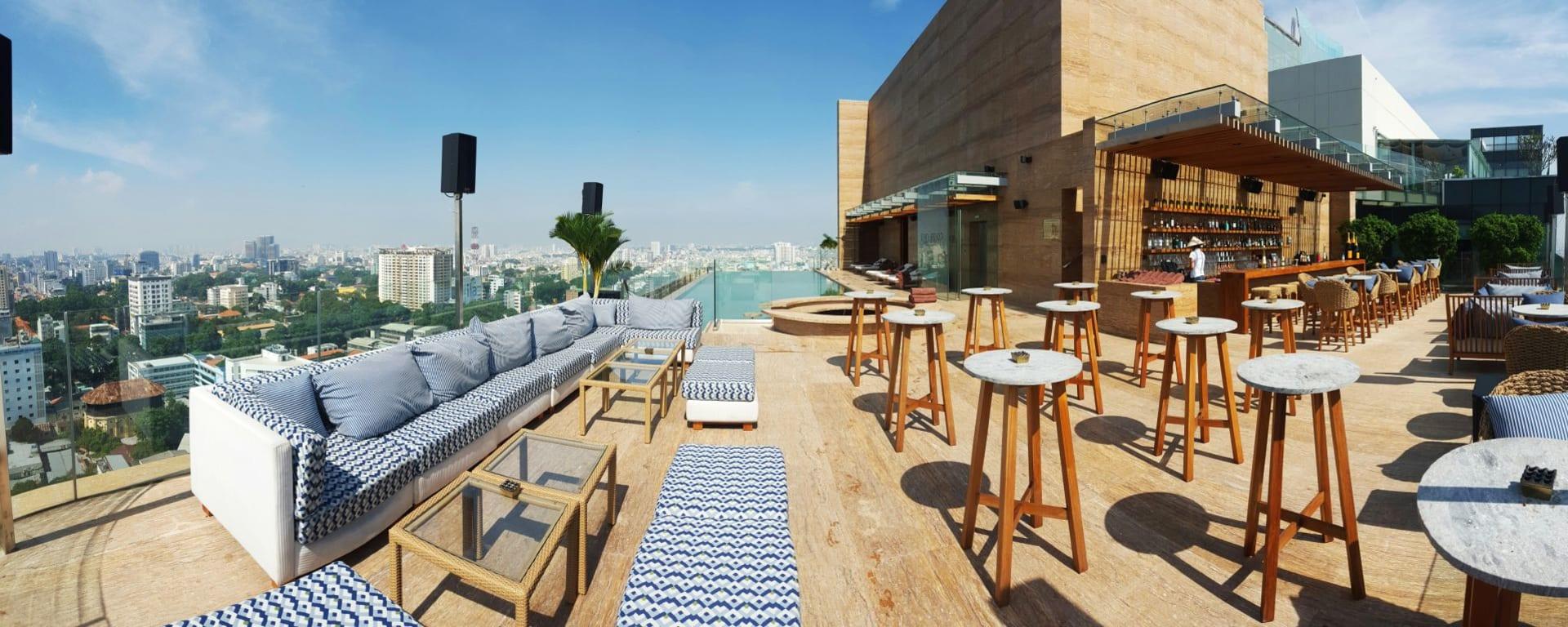 Hôtel des Arts Saigon: Pool Bar