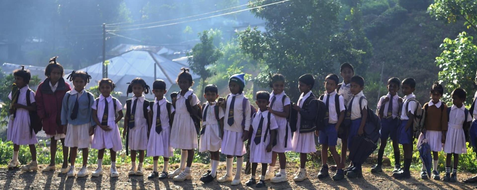Wissenswertes zu Sri Lanka Reisen und Ferien: School kids