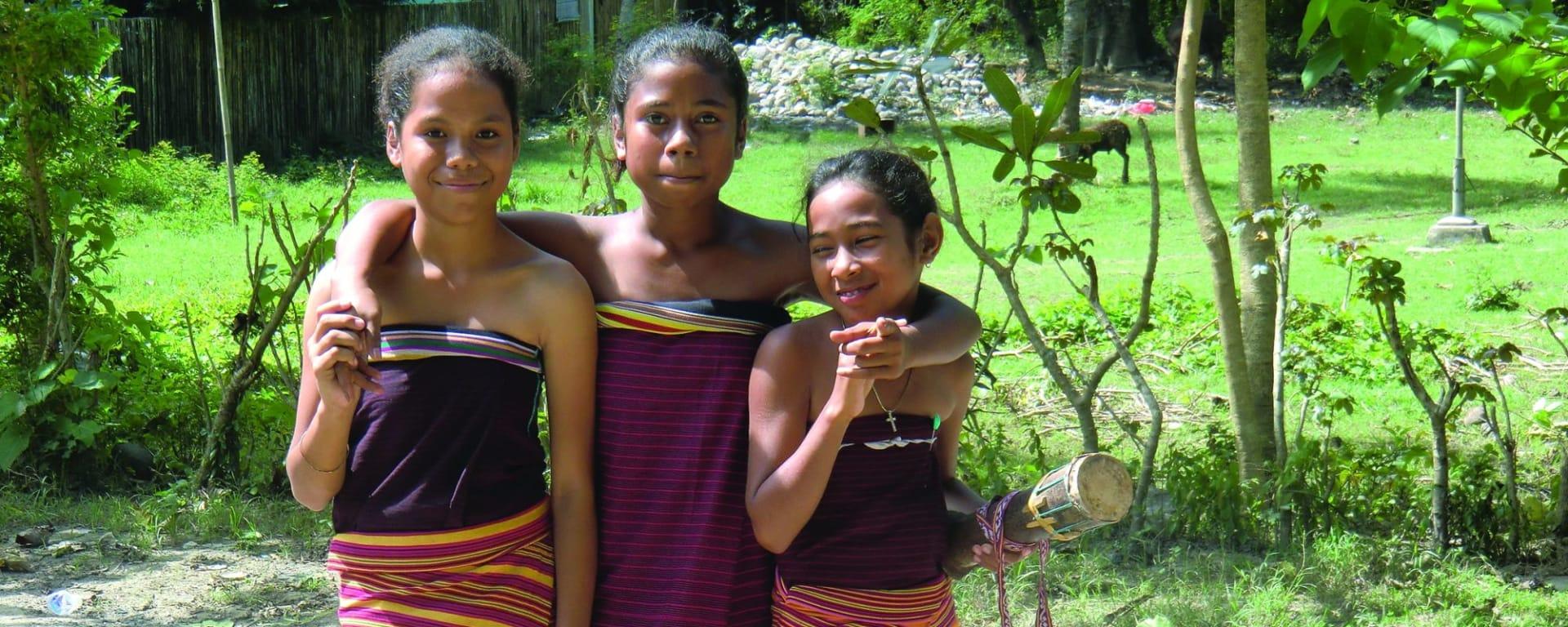 Unbekanntes Paradies Timor-Leste ab Dili: Young girls
