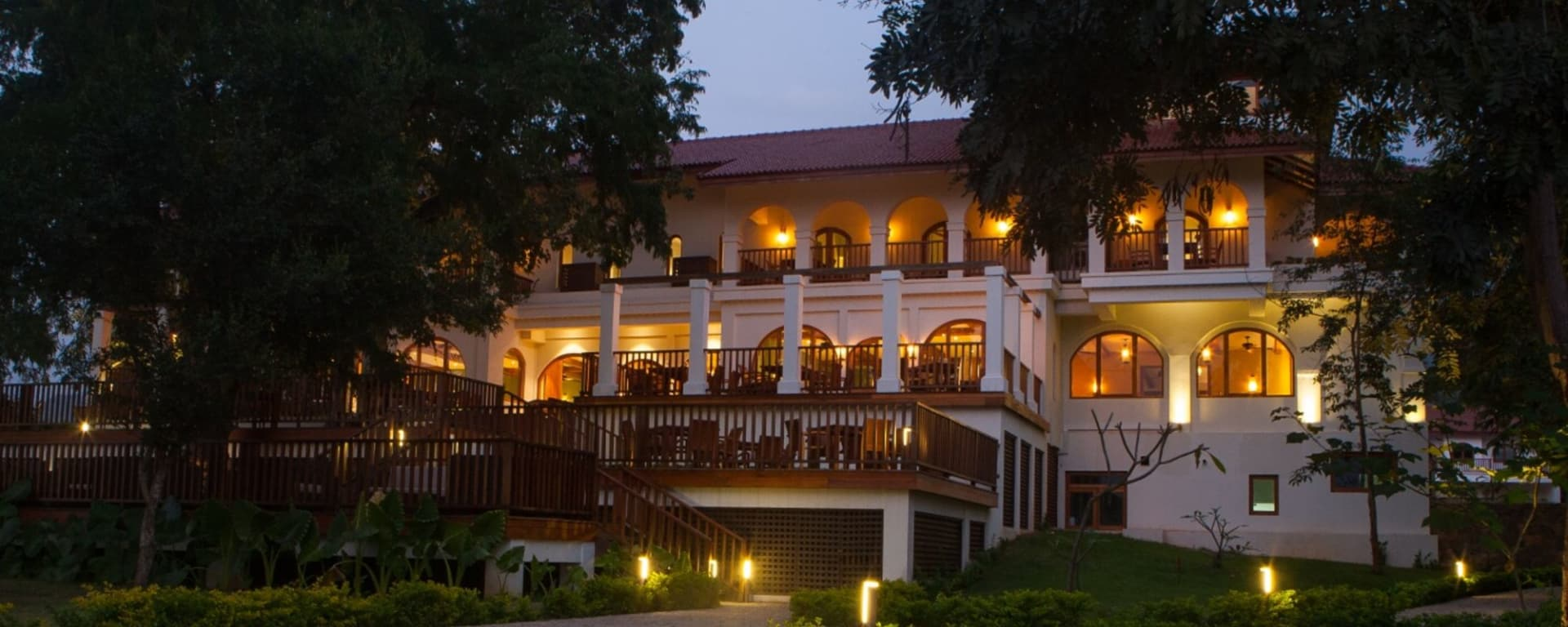 Sanctum Inle Resort in Inle Lake: facade lighted