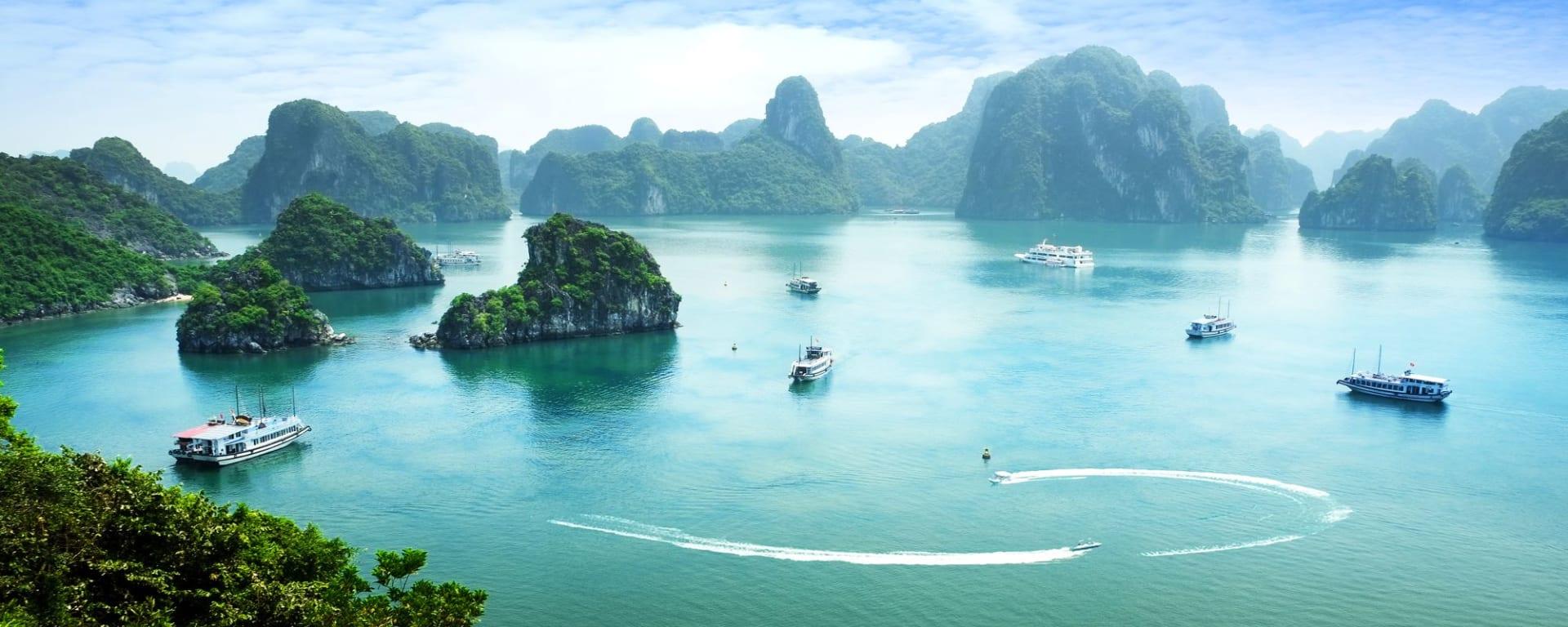 Croisières dans la baie de Halong avec «Bhaya Classic» de Hanoi: Halong Bay