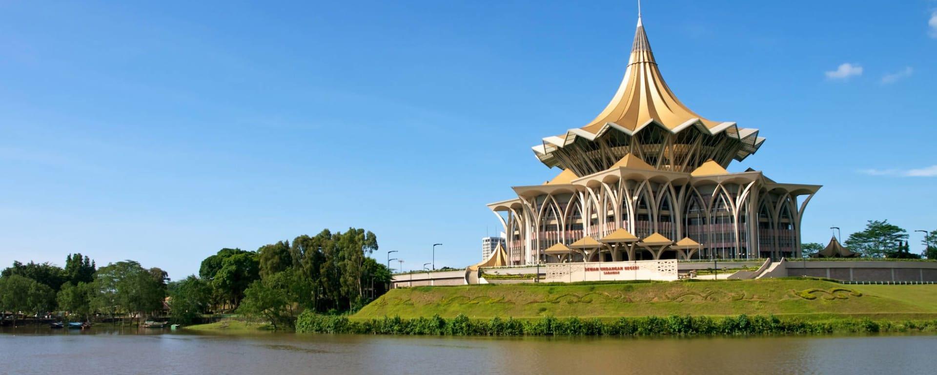 Tour de ville de Kuching: Kuching: Sarawak State Legislative Assembly (Dewan Undangan Negeri) building