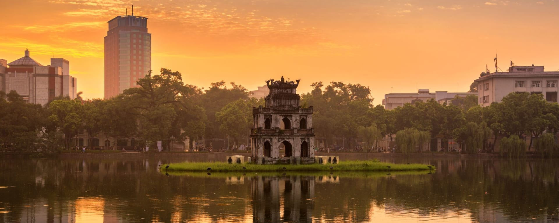 Glanzlichter Vietnam - von Saigon nach Hanoi: Hanoi Hoan Kiem Lake (Lake of the Returned Sword) and the Turtle Tower
