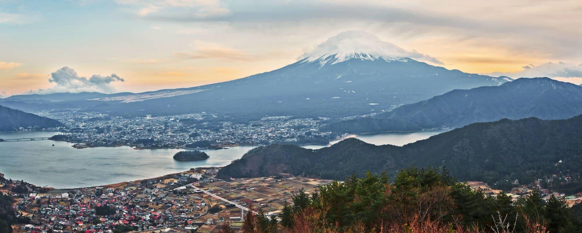 Circuit en groupe «Geisha» de Tokyo: Mt Fuji with lake Kawaguchiko