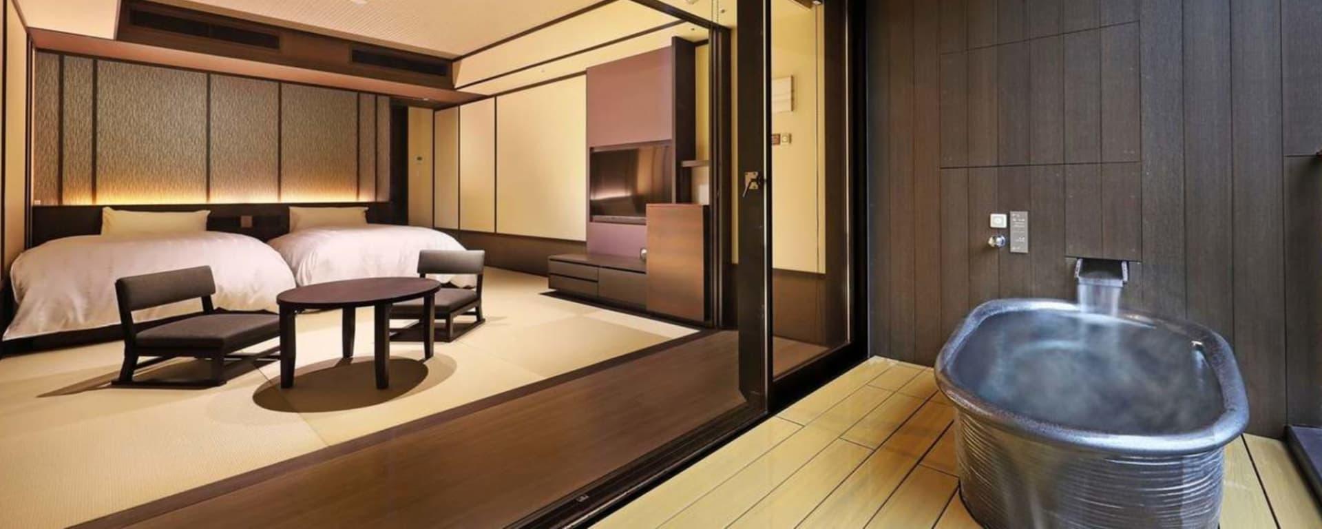 Kowakien Tenyu Ryokan in Hakone: Deluxe Japanese room w open air bath