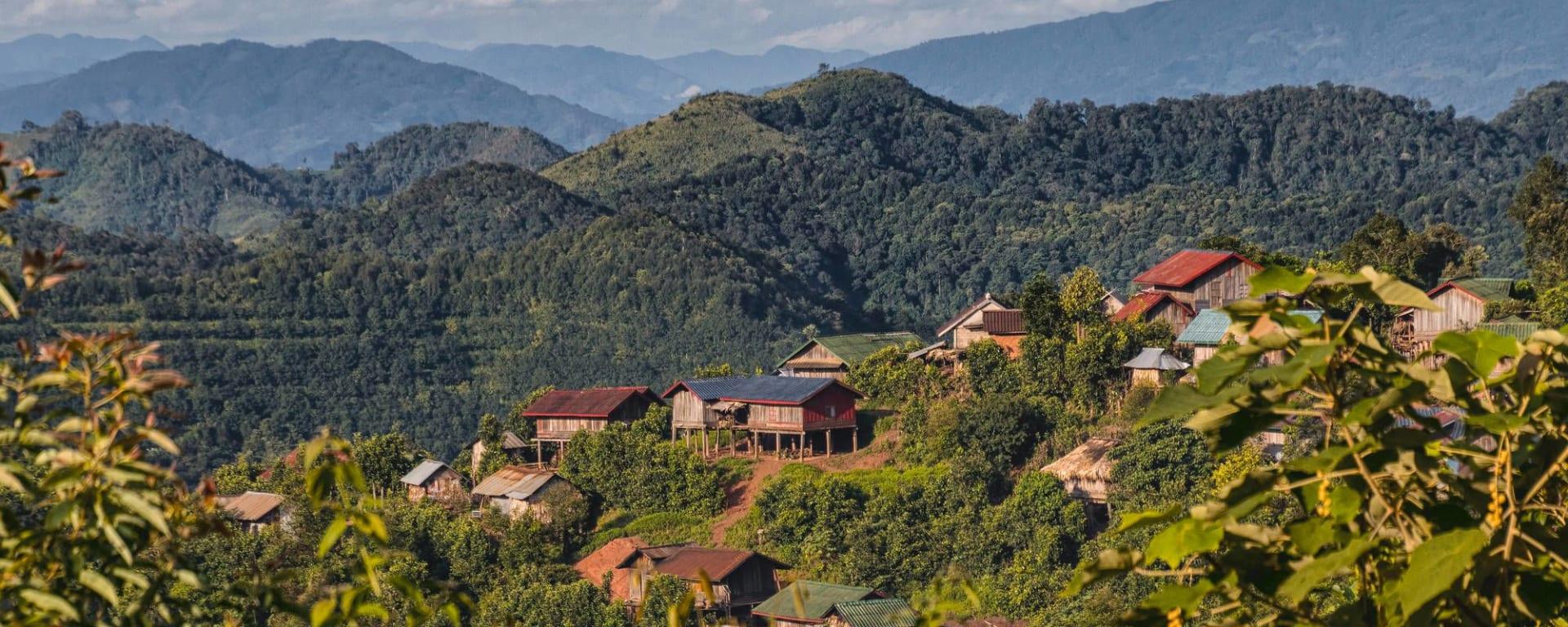 Tribus montagnardes et nature au nord du Laos avec Trekking de Luang Prabang: Laos Akha Village Namtha