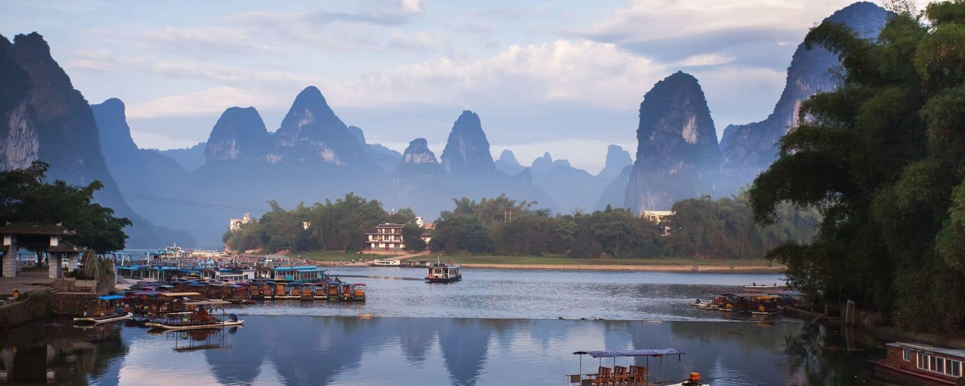 Les hauts lieux de la Chine de Pékin: Yangshuo: karst mountain landscape and reflection