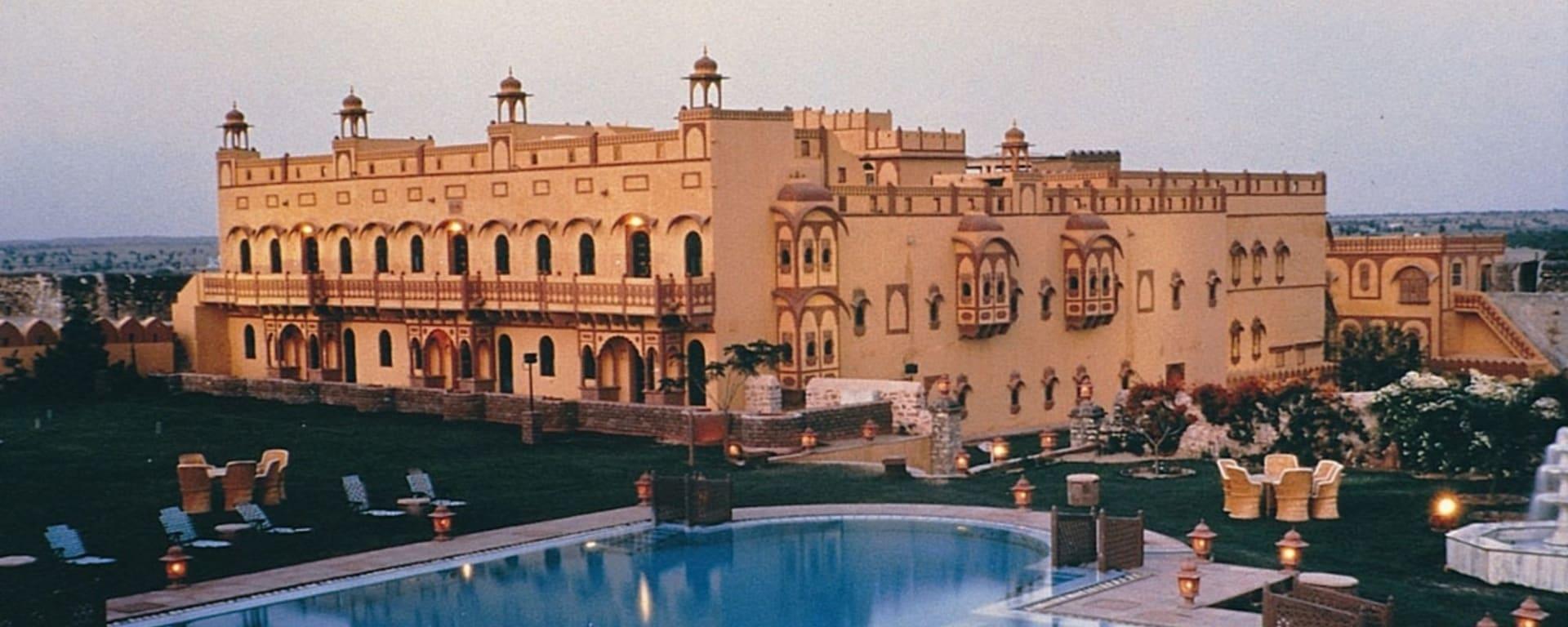 Romantisme des palais et magie du désert de Jodhpur: exterior: Khimsar Fort