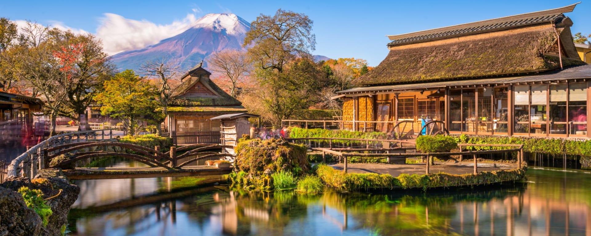 Wissenswertes zu Japan Reisen und Ferien: Oshino Hakkai with Mt. Fuji in the background.