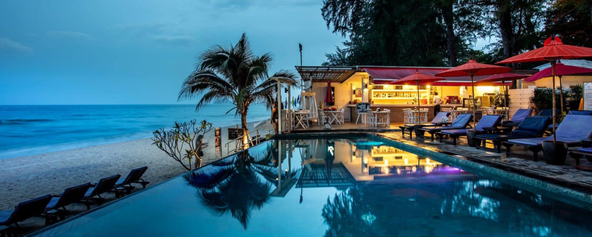 Laksasubha Hua Hin: Pool at night