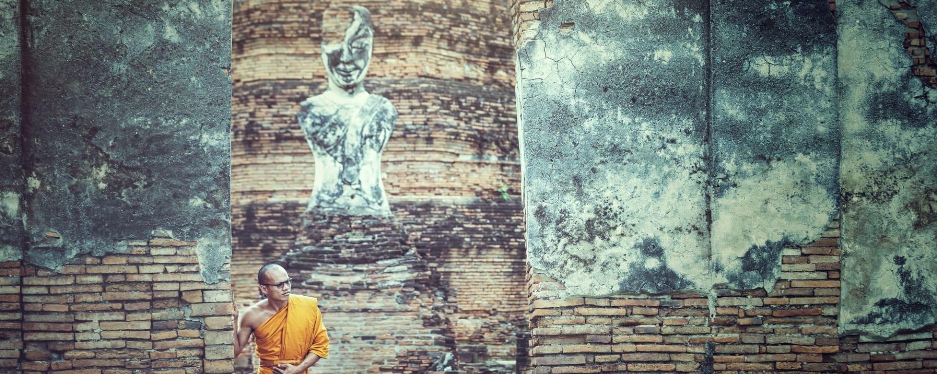 Les hauts lieux de la Thaïlande de Bangkok: Ayutthaya Historial Park with Monk