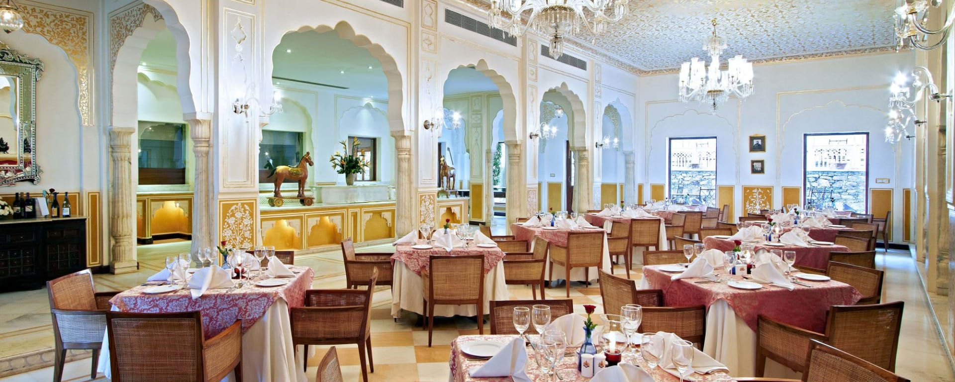 Samode Palace in Jaipur: Dining hall