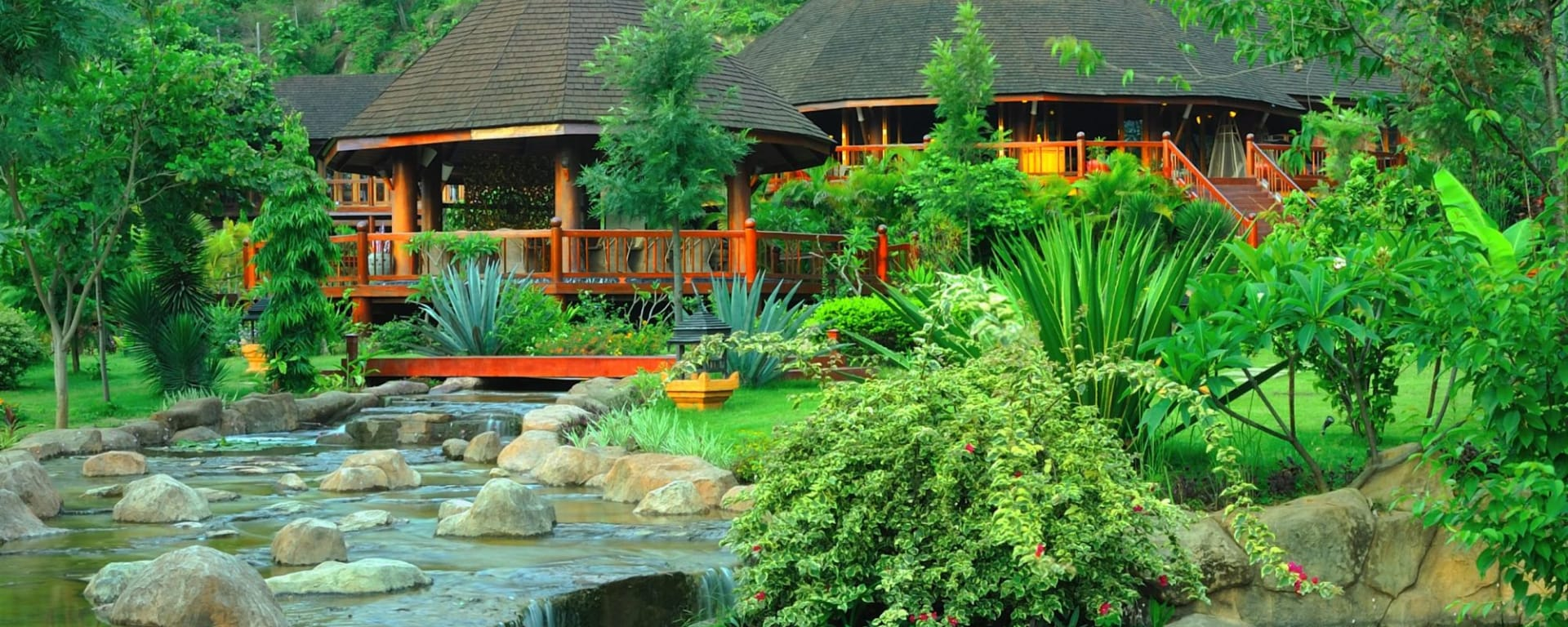 Pristine Lotus Resort in Inle Lake: Front Office and Restaurant