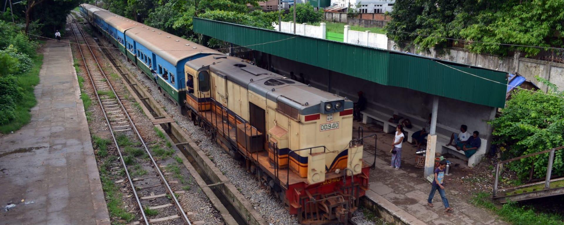 Im Pendlerzug durch Yangon: Circular Train Yangon