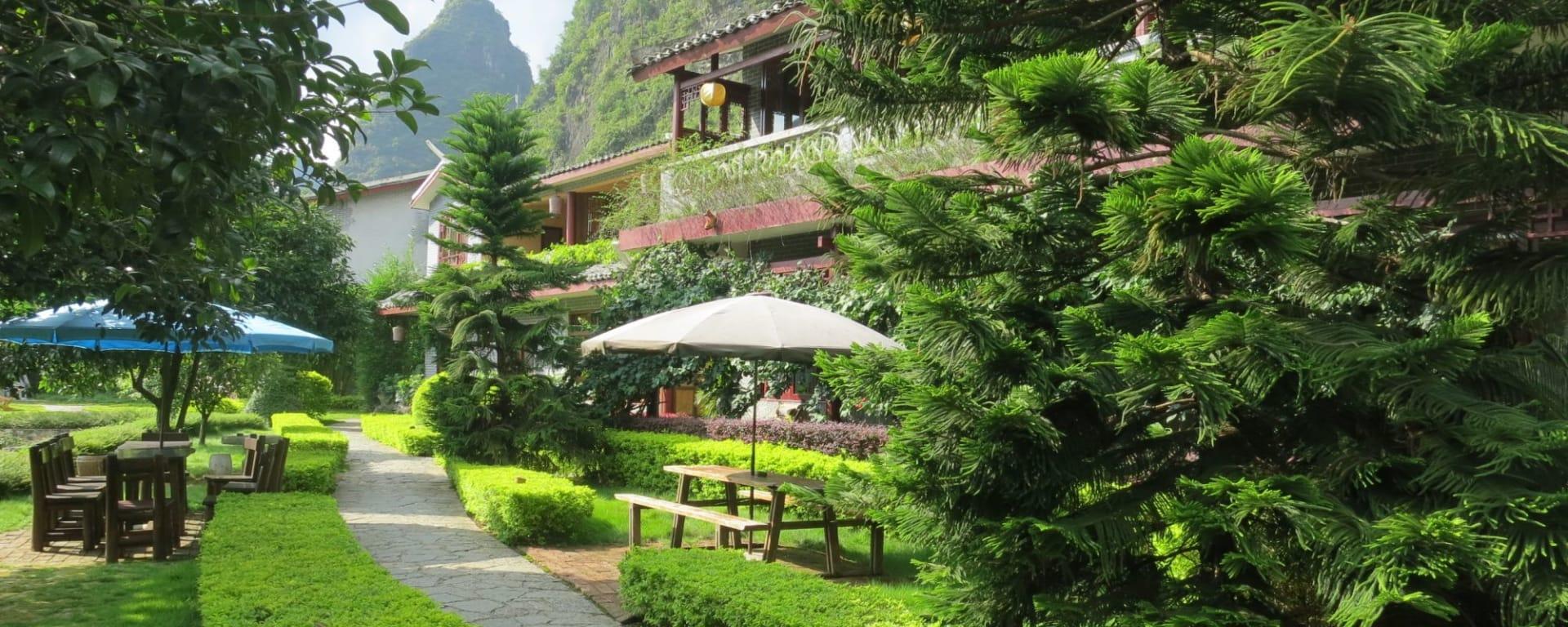 Yangshuo Mountain Retreat: Garden