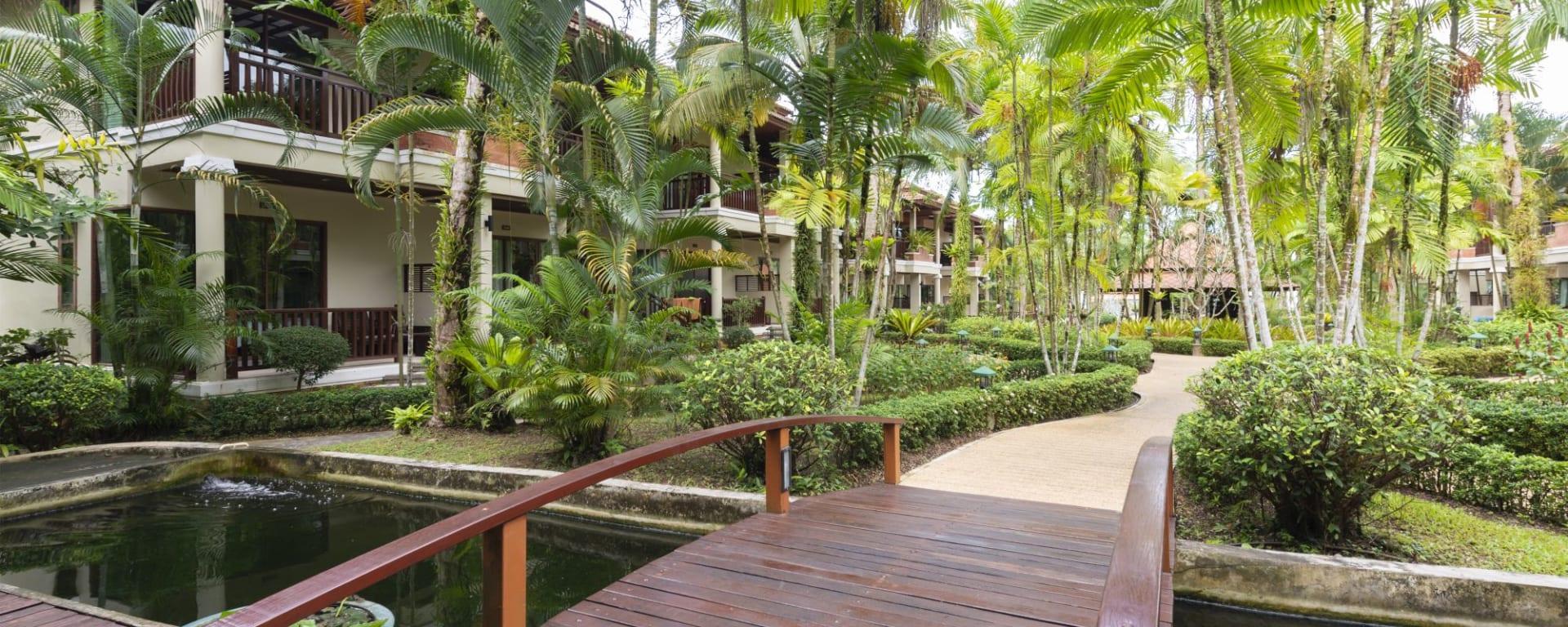 Khao Lak Bayfront Resort: garden