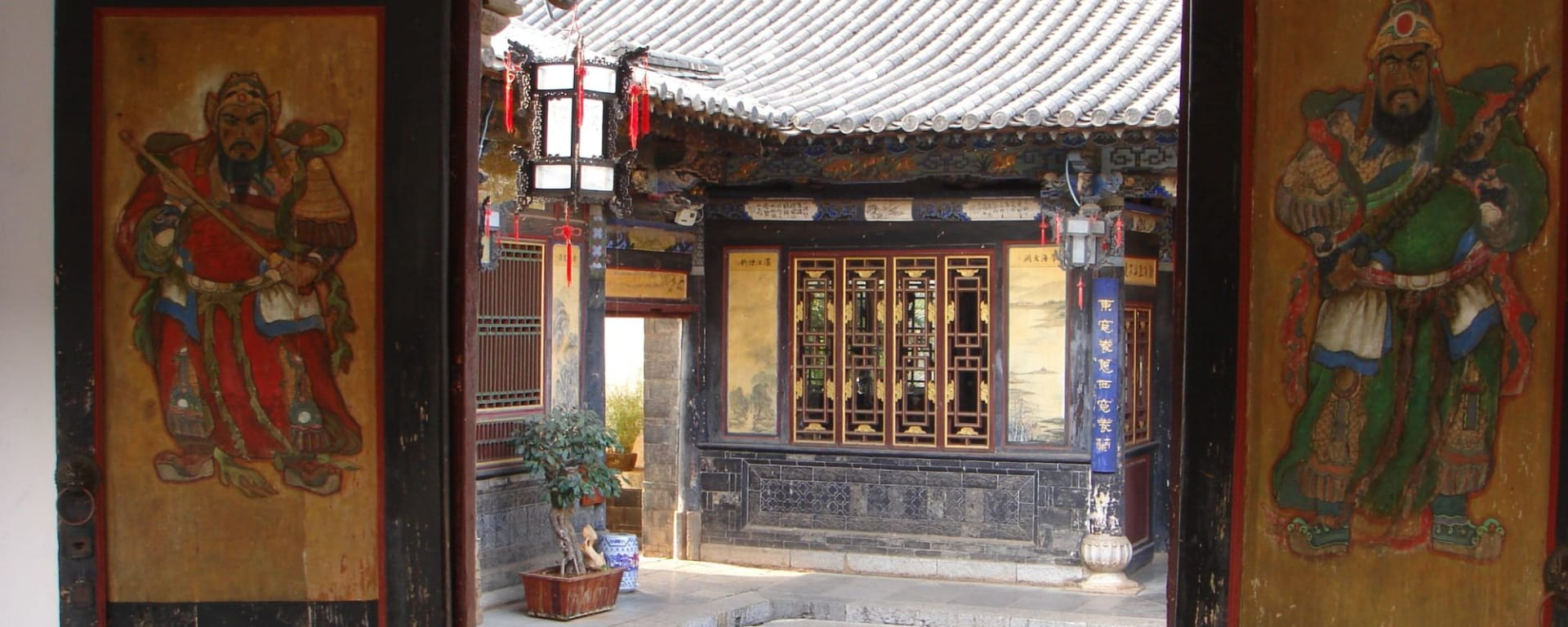 Yunnans unbekannter Süden ab Kunming: Jian Shui: Zhu Family Garden Door