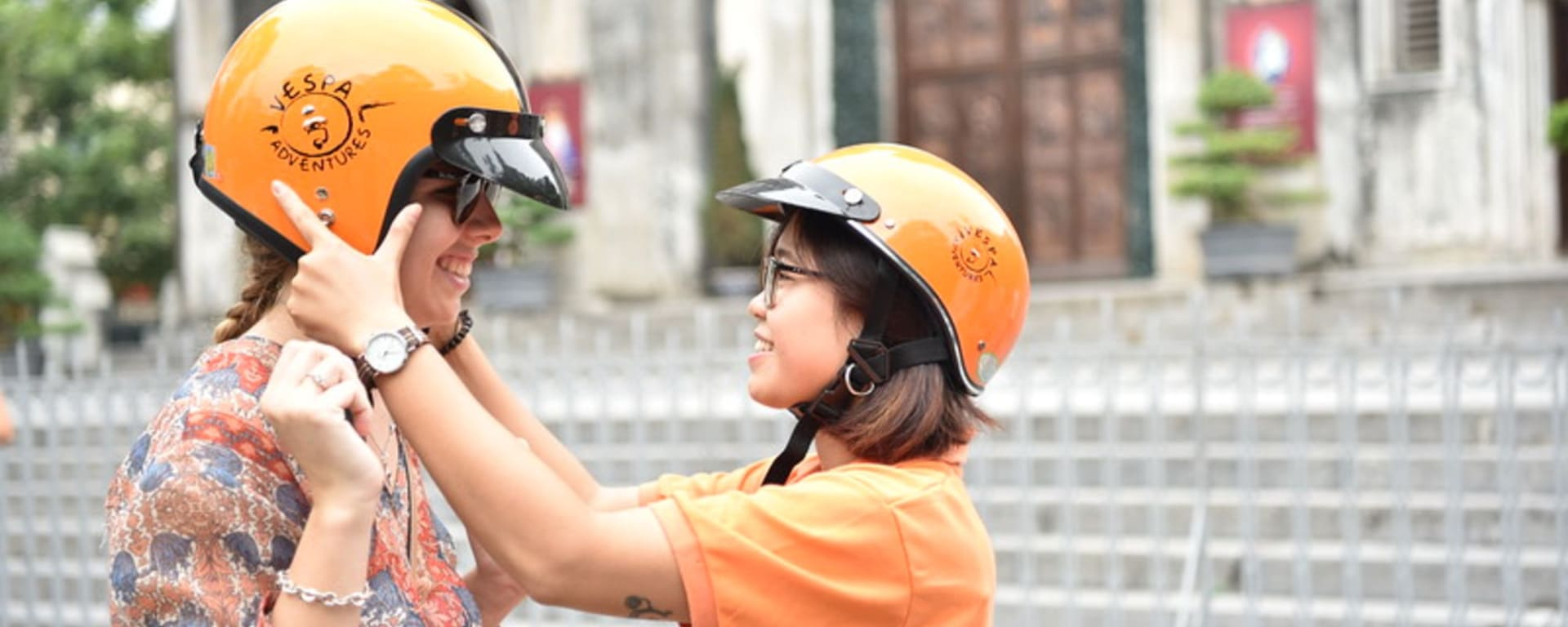 Vespa Streetfood Tour in Saigon: Saigon Vespa Tour