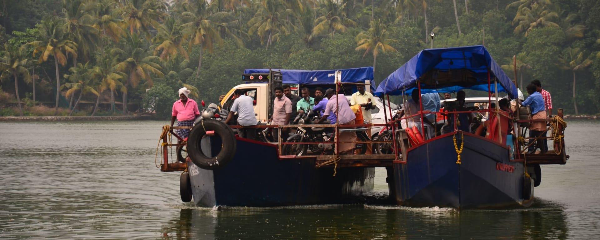 Tour à vélo à travers le Kerala de Kovalam: Ferry