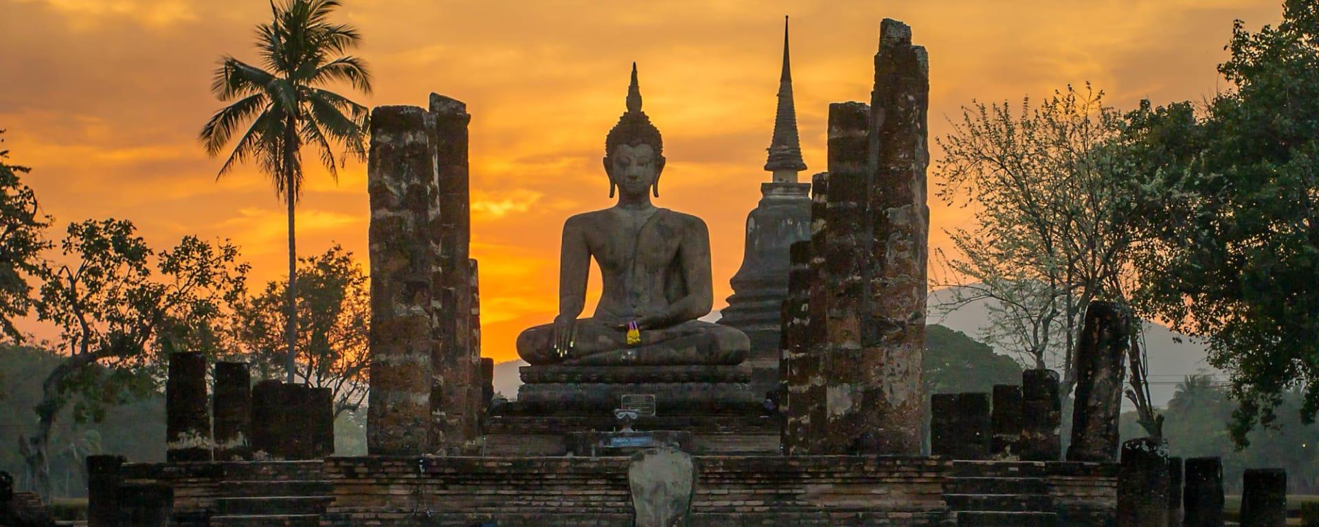 Les hauts lieux de la Thaïlande de Bangkok: Sukhothai: Buddha statue in Wat Mahathat temple