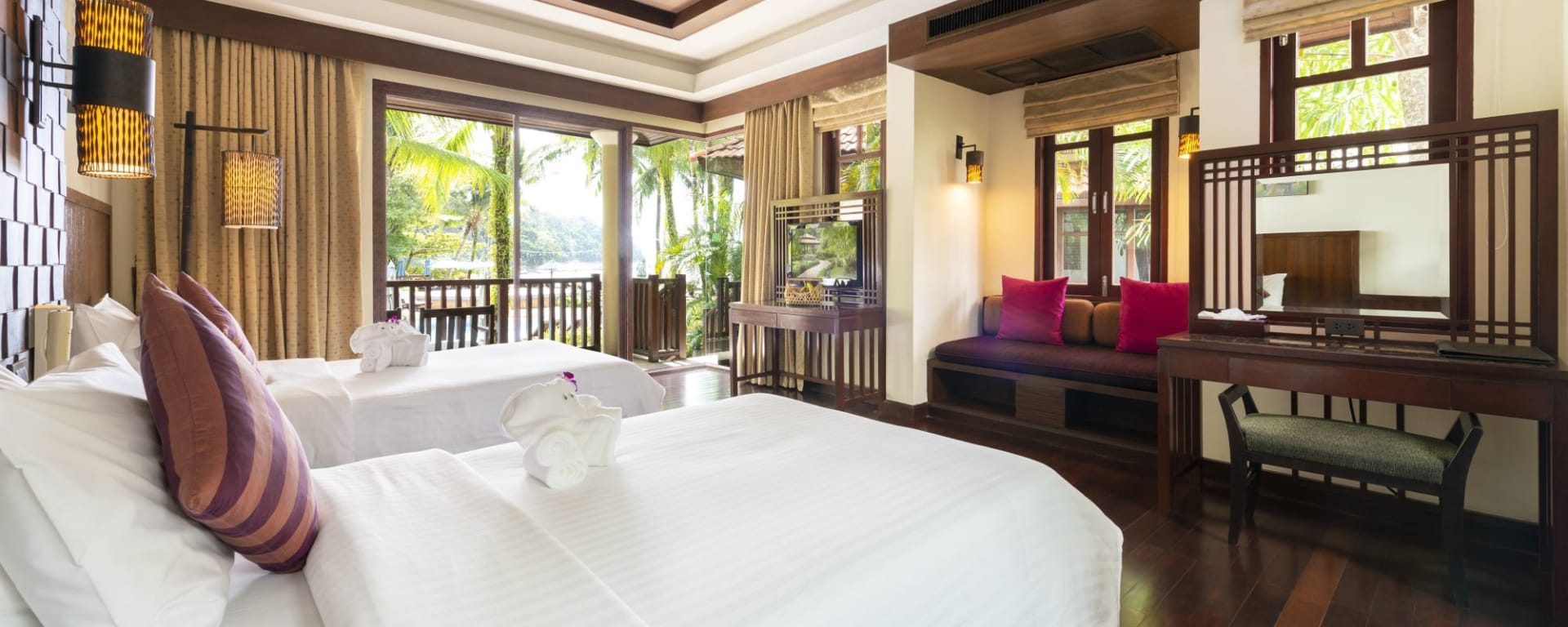 Khao Lak Bayfront Resort: Deluxe Seaside Bungalow