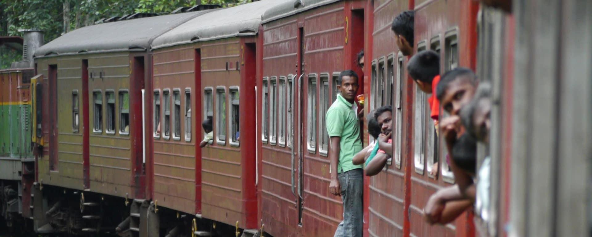 Sri Lanka für Geniesser ab Colombo: Nuwara Eliya: local train ride
