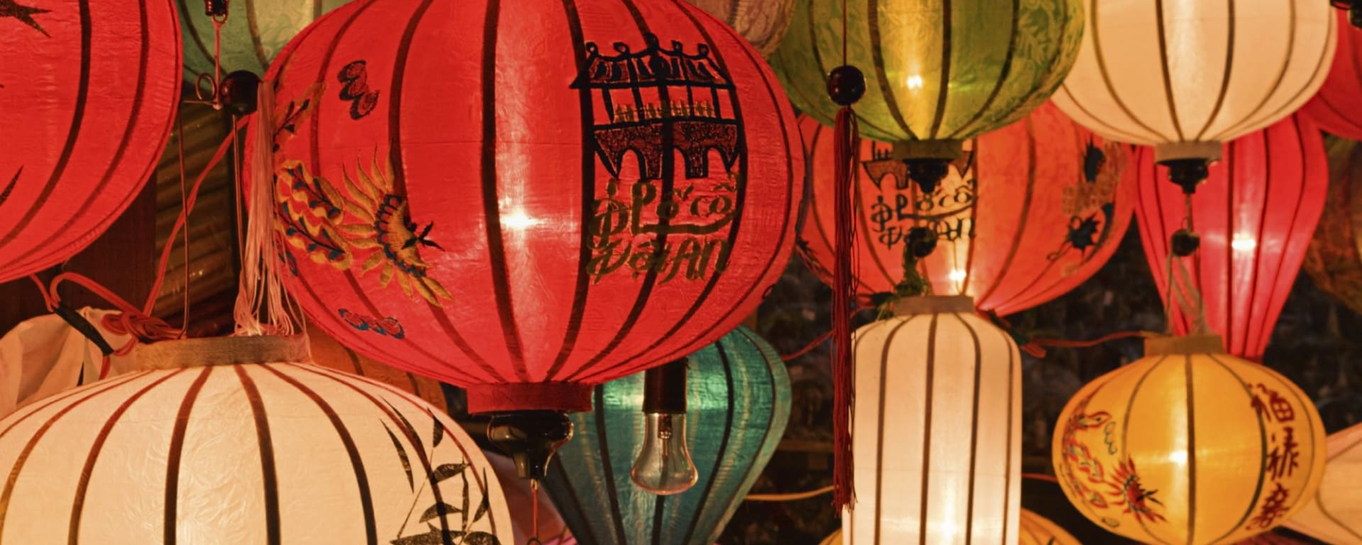 Höhepunkte Vietnams ab Hanoi: Asian (Chinese / Vietnamese) traditional silk hanging lanterns in Hoi An