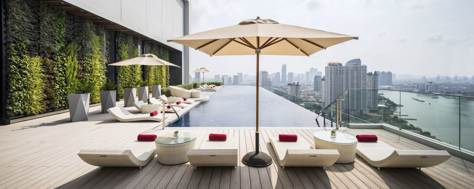 AVANI+ Riverside Bangkok Hotel: Pool