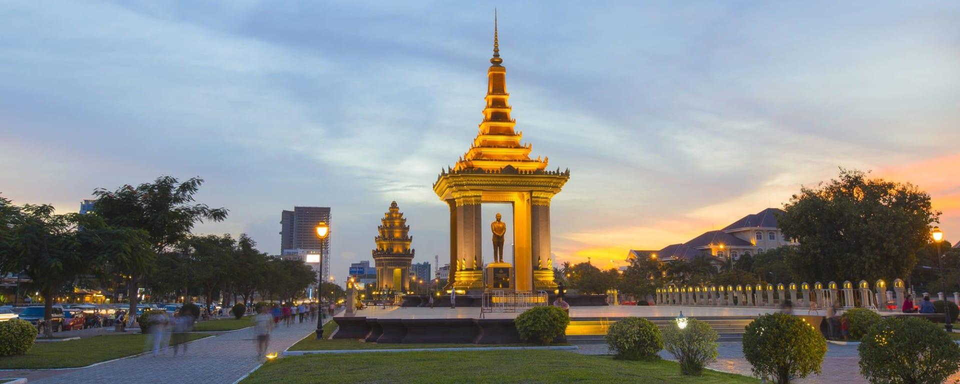 Stadtrundfahrt mit dem Tuk-Tuk in Phnom Penh: Phnom Penh King Father Norodom Sihanouk Statue