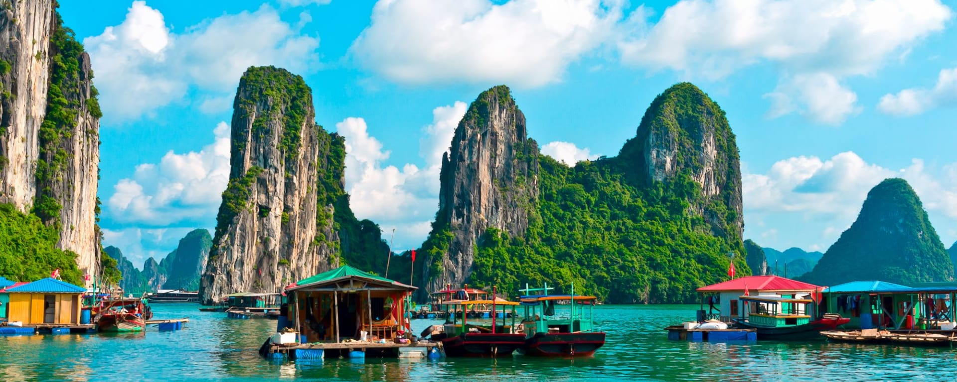 Halong Bucht Kreuzfahrten mit «Bhaya Premium» ab Hanoi: Halong Bay: Floating village and rock islands