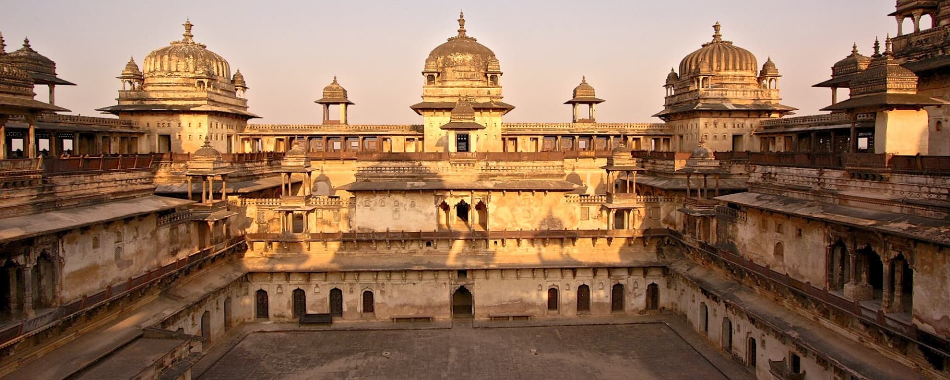 L'Inde pour les fins connaisseurs de Delhi: Orchha: Palace in the evening light