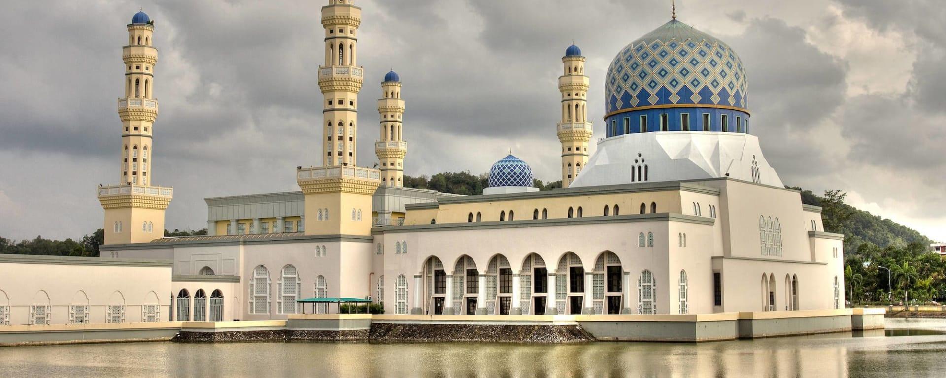 Les hauts lieux de Bornéo option longhouse de Kuching: Kota Kinabalu: Masjid Terapung Likas - City Mosque