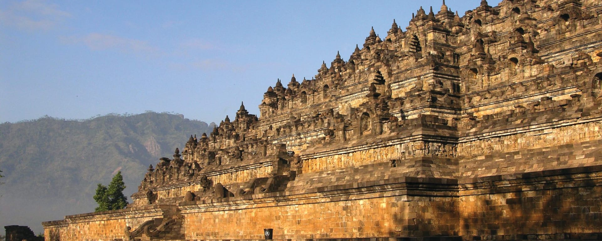Sonnenaufgang beim Borobudur Tempel in Yogyakarta: Yogyakarta Borobudur