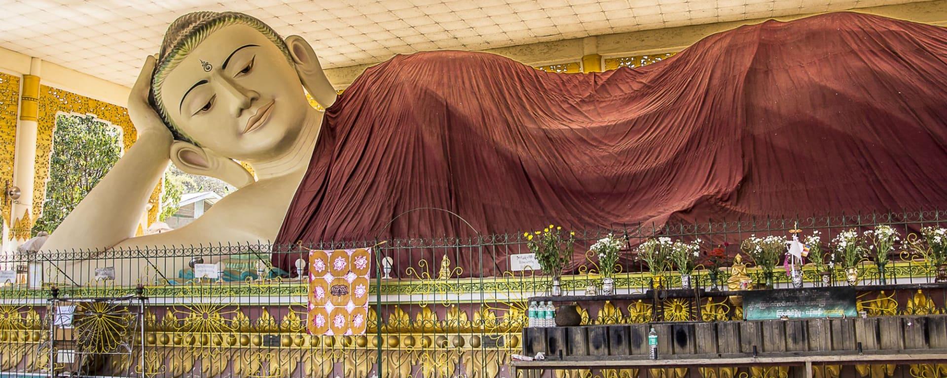 Kayah - Reise in eine verborgene Welt ab Inle Lake: A giant Buddha at Taung Kwe Paya in Loikaw