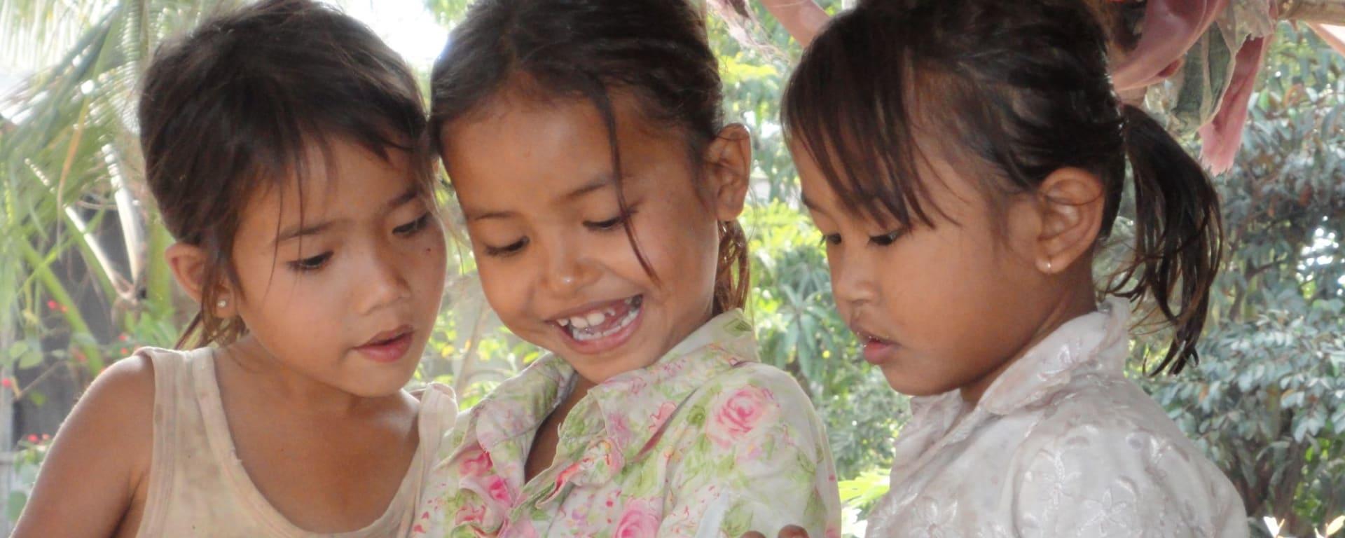 Tour à vélo sur l'île de Koh Dach sur le Mékong à Phnom Penh: Cambodian Girls