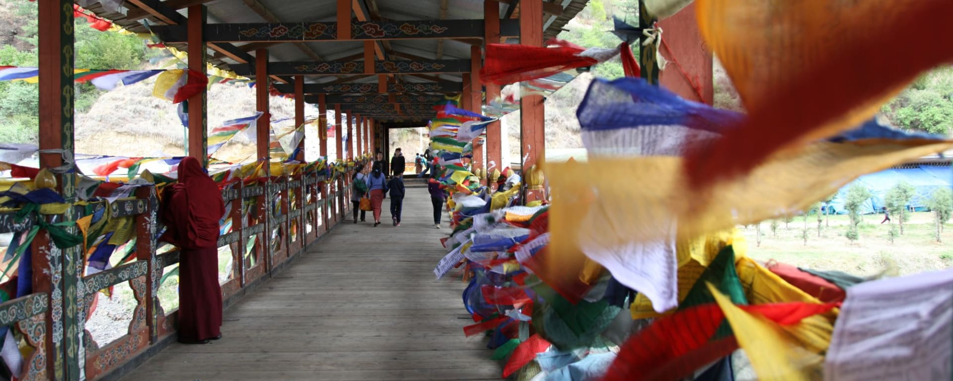 Himalaya Reise für Entdecker ab Bagdogra: Thimphu: Bridge with prayer flags