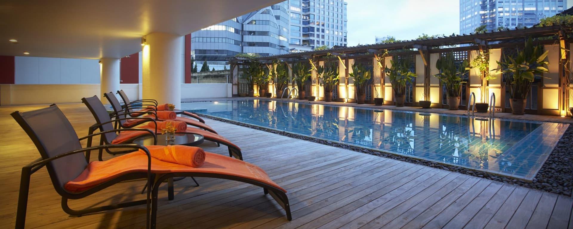 Bandara Suites Silom à Bangkok: poolside