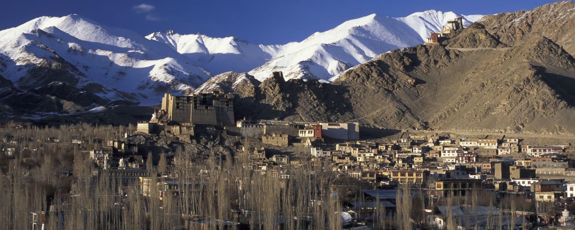 Die spektakuläre Bergwelt von Ladakh ab Leh: Leh: in winter time