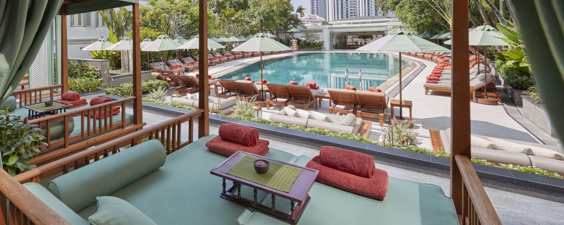 Mandarin Oriental à Bangkok: Cabana and pool