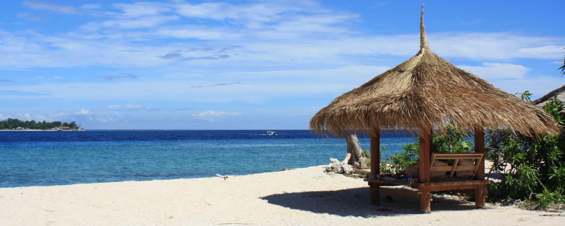 Mahamaya in Gili: beach baruga