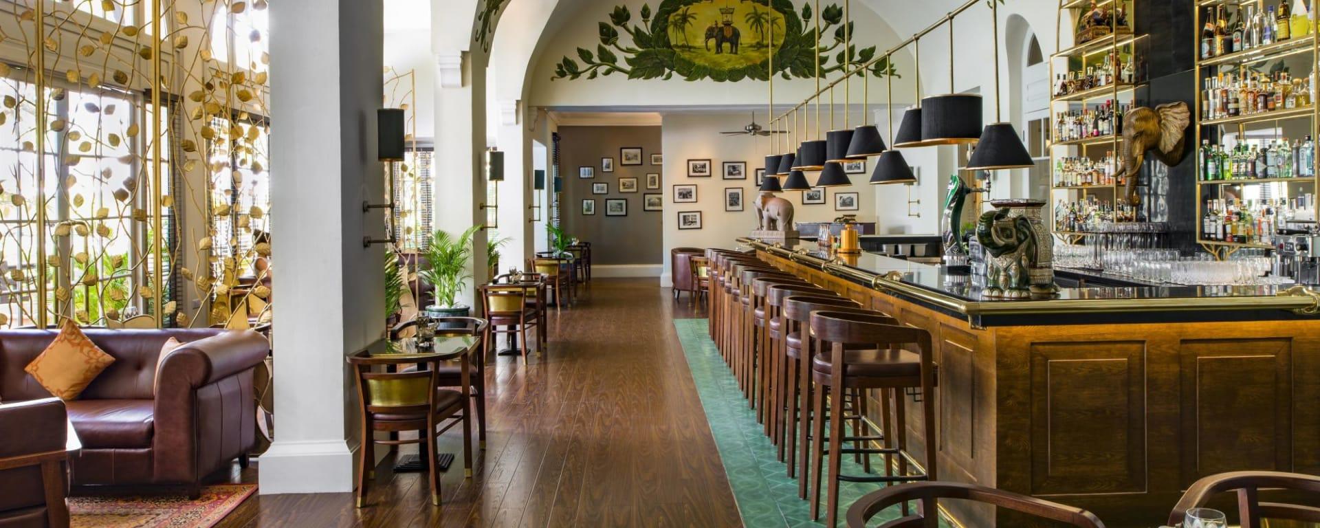 Raffles Hotel Le Royal in Phnom Penh: Elephant Bar