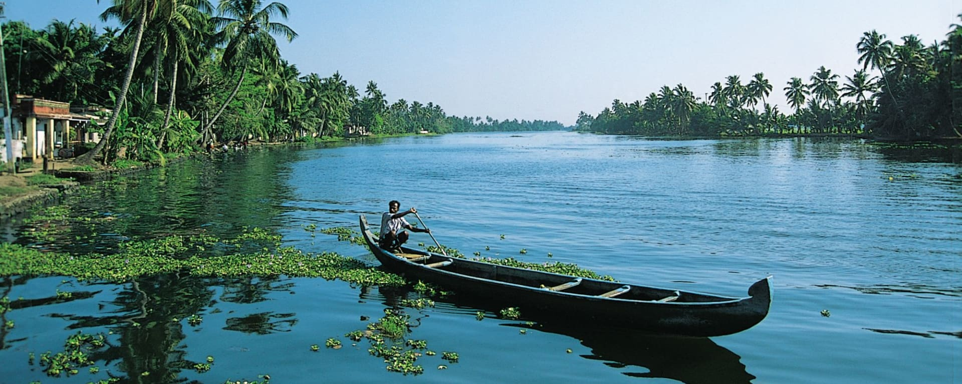 Backwaters von Kerala ab Kochi: Backwaters: local boat