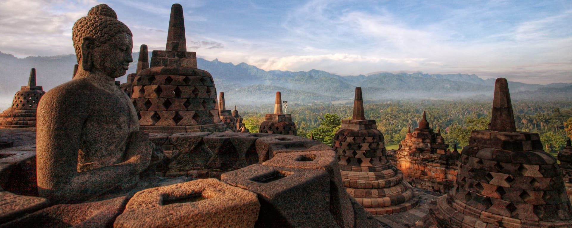 Lever du soleil au temple de Borobudur à Yogyakarta: Yogyakarta Borobudur