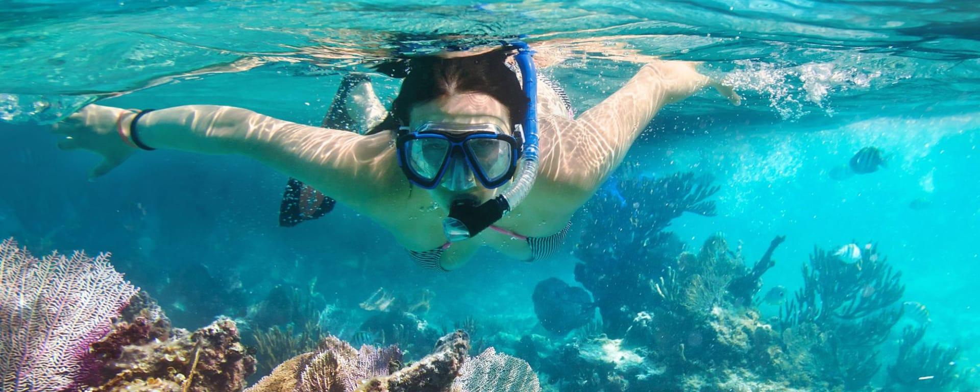 D'île en île au sud de la Thaïlande de Ko Lanta: Southern Thailand: Woman snorkling