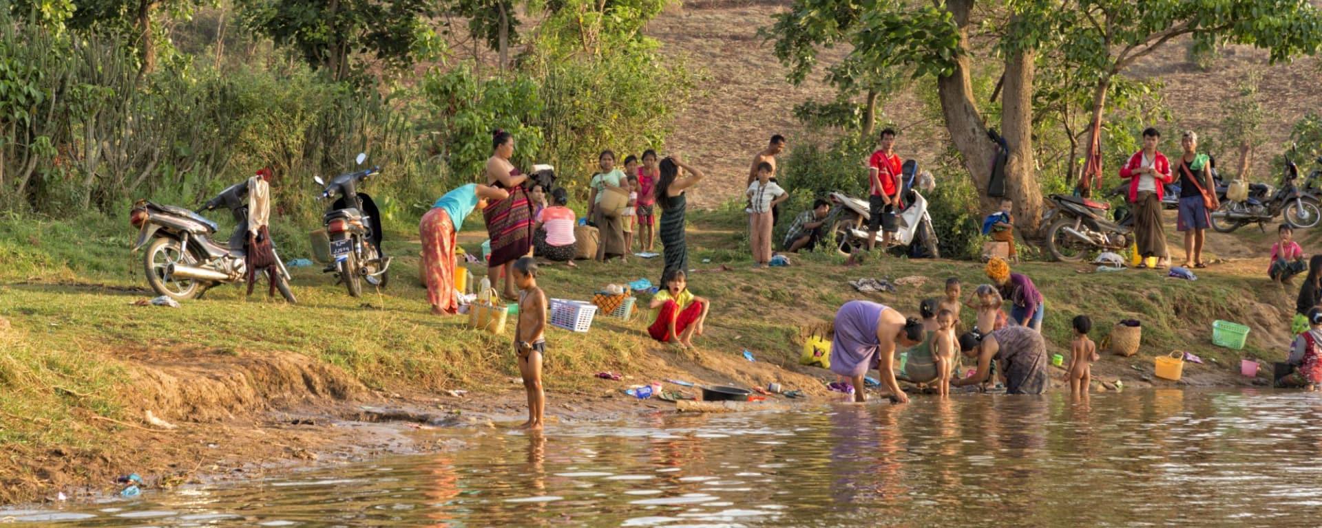 Le Myanmar authentique de Yangon: Sagar Lake Evening Bath