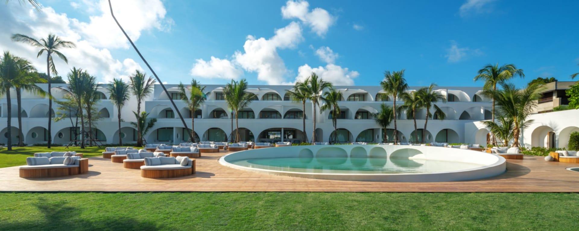 SALA Samui Chaweng Beach Resort in Ko Samui: Hotel view with pool